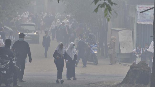 Kabut asap di Palembang, Sumatera Selatan, pada hari ini sempat menyentuh kategori bahaya ekstrem berdasarkan hasil pantauan BMKG.