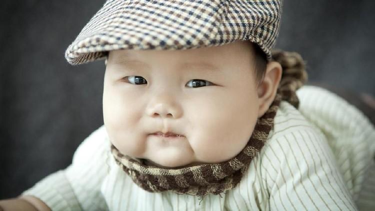 Bayi baru lahir biasanya berbobot 3 kg-an. Tapi bayi yang satu ini beda. Berat badannya saat lahir sekitar 5,8 kg. Wow!