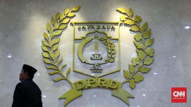DPRD DKI Jakarta menyetujui dua nama yang diajukan sebagai calon Wali Kota Jakbar dan jaksel, Yani Wahyu Purwoko dan Munjirin.