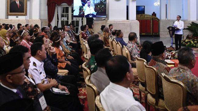 Pengoperasian Palapa Ring disebut akan mengikis kesenjangan layanan telekomunikasi di Pulau Jawa dengan daerah lain karena beban investasi operator berkurang.