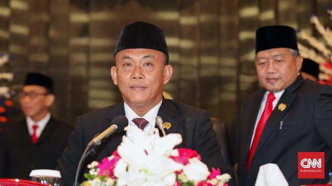 Pimpinan DPRD DKI periode 2019-2024, Prasetio Edi Marsudi dari fraksi PDIP menjadi Ketua DPRD usai dilantik di Jakarta, Senin, 14 Oktober 2019. Ia menjabat kembali posisi yang pada periode 2014-2019 didudukinya tersebut. CNNIndonesia/Safir Makki