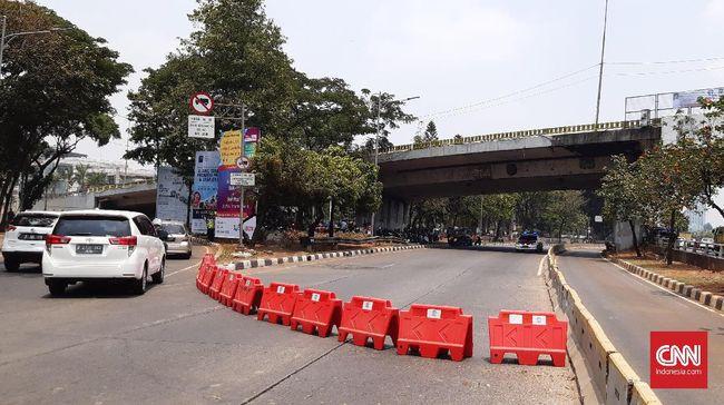 Berbeda dengan jalanan sekitar DPR yang ditutup, polisi tak menutup jalan di sekitar Istana walaupun informasi menyatakan aksi unjuk rasa akan digelar di sana.