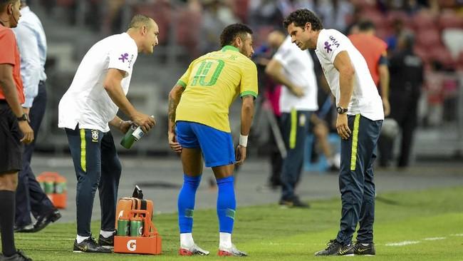 Tiga pemain bintang Neymar, Luka Modric, dan Gareth Bale mengalami cedera di hari yang sama saat menjalani pertandingan internasional.