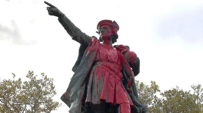 Sejumlah patung penjelajah asal Italia, Christopher Columbus, di AS dirusak sebagai bentuk protes karena dianggap penjajah dan membantai penduduk asli.