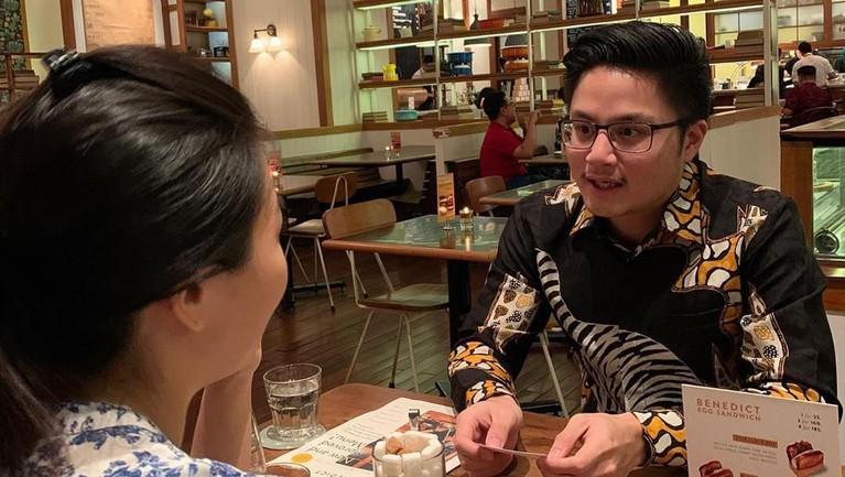 Adrian Paruntu. Anak Bupati Minahasa yang baru berusia 25 tahun ini memiliki aset tanah dan bangunan, transportasi, hingga harta lainnya dengan total lebih dari Rp1,6 miliar.