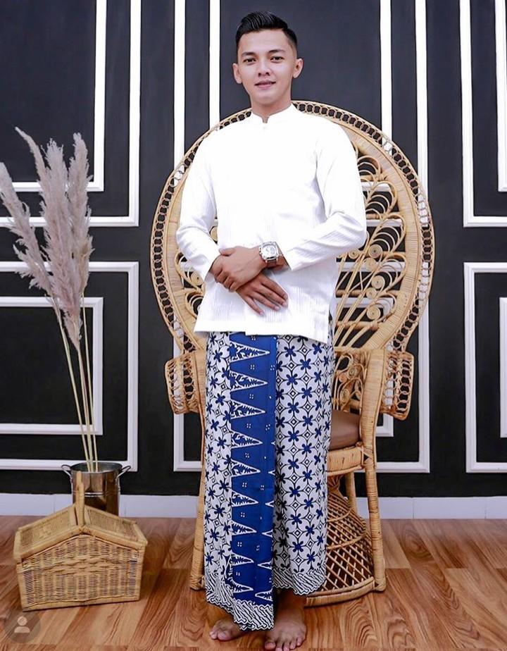 Tukang gendang yang mengiringi penampilan Didi Kempot, Dory Harsa menyita perhatian karena kegantengannya.