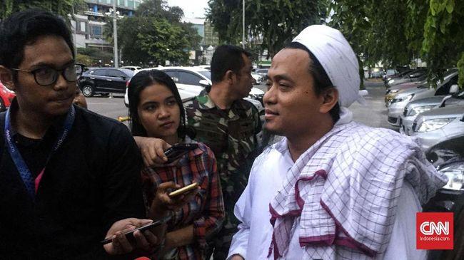 Abdi Setiawan, menantu Wiranto meminta masyarakat mendoakan kesembuhan Wiranto. Saat ini Wiranto telah dipindahkan dari ruang CICU ke ruang perawatan.