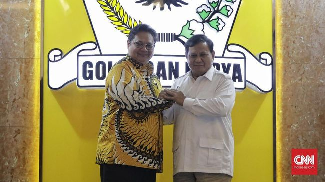 Ketum Golkar Airlangga Hartarto dan Ketum Gerindra Prabowo disebut bertemu saat menunggu sidang kabinet di Istana Kepresidenan Jakarta hari ini, Rabu (3/3).