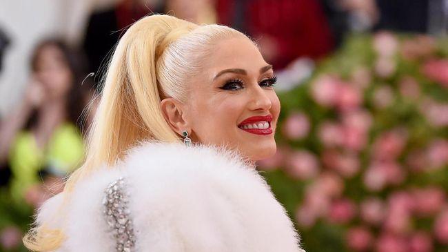 Naluri fesyen Gwen Stefani tak hanya menjadikannya sebagai desainer yang sukses, tapi juga salah satu selebriti dengan busana terbaik.