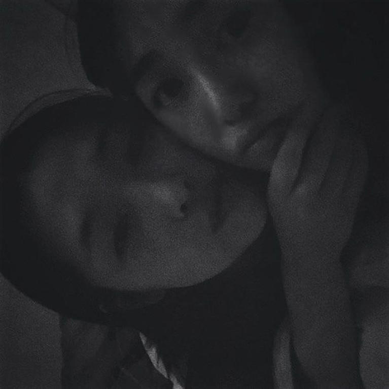 Kwon Mina AOA, menuliskan duka mendalam atas kepergian Choi Sulli. Melalui laman Instagramnya, ia menuliskan