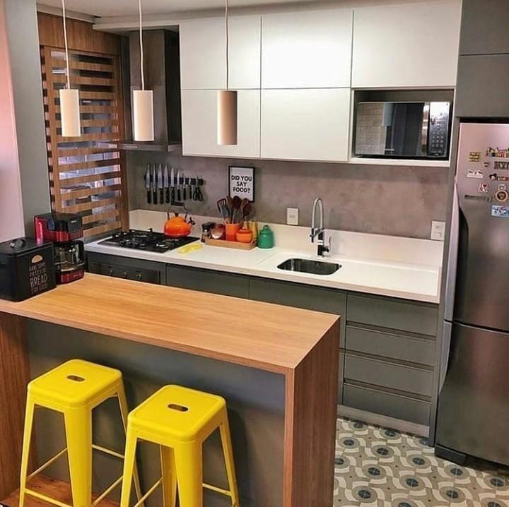Dengan penataan yang tepat, dapur berukuran sempit bisa kok terlihat keren dan nyaman.