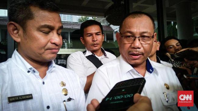 Bakal calon petahana Walkot Medan, Akhyar Nasution menyeberang ke Demokrat usai PDIP kemungkinan besar bakal mengusung mantu Jokowi, Bobby Nasution.
