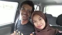 <p>Pernikahan keduanya sempat jadi sorotan. Banyak tetangga yang nyinyir karena Azura Orkid memilih Hafis yang bekerja sebagai sopir truk menjadi suami. (Foto: Instagram/ @orkid_azura) </p>