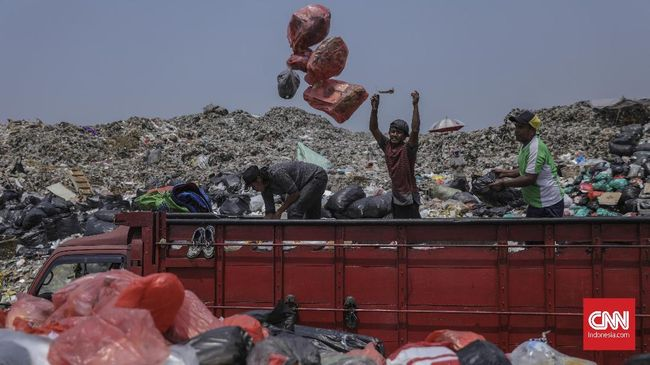 KLHK menanggapi tuntutan asosiasi pemulung yang meminta agar penggunaan plastik tak dilarang.