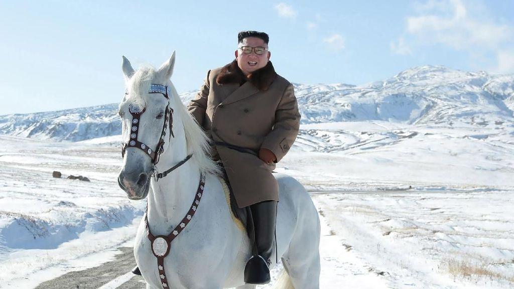 'Pesan Menantang' Kim Jong-Un yang Tunggangi Kuda Putih di Gunung Sakral