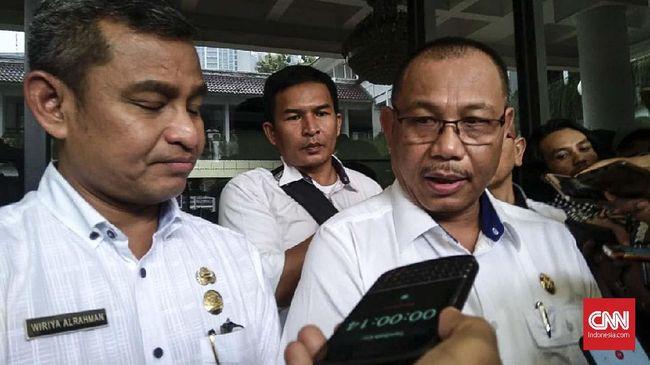 Plt Wali Kota Medan Akhyar diduga terpapar virus corona saat melakukan perjalanan ke Jakarta. Saat ini, Akhyar menjalani perawatan di RS Royal Prima, Medan.