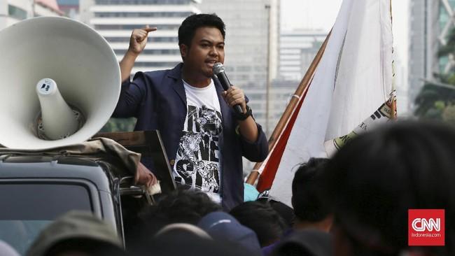 Mahasiswa di sejumlah daerah menggelar aksi unjuk rasa menuntut Presiden Joko Widodo menerbitkan Perppu KPK, Kamis (17/10).