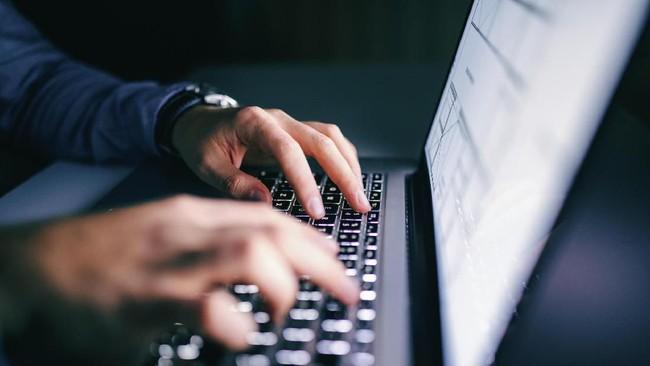 FBI Berhasil Retas Ratusan Komputer Kelompok Hafnium