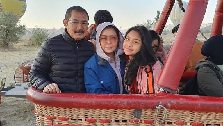 Mayangsari dan keluarga kecilnya beberapa waktu lalu tengah asyik berlibur ke Turki.