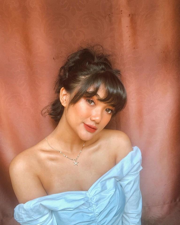 Nama Marion Jola melambung berkat ajang pencarian bakat Indonesian Idol.