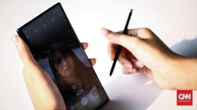 Samsung Galaxy Note 10 punya berbagai fitur andalan, namun bodinya bongsor dan harus ditebus dengan harga yang berat di kantong.