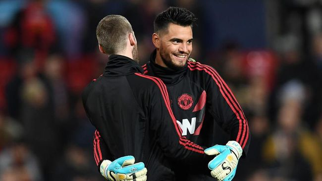 Pelatih Manchester United Ole Gunnar Solskjaer masa bodoh dengan masa depan kiper Sergio Romero di musim ini.