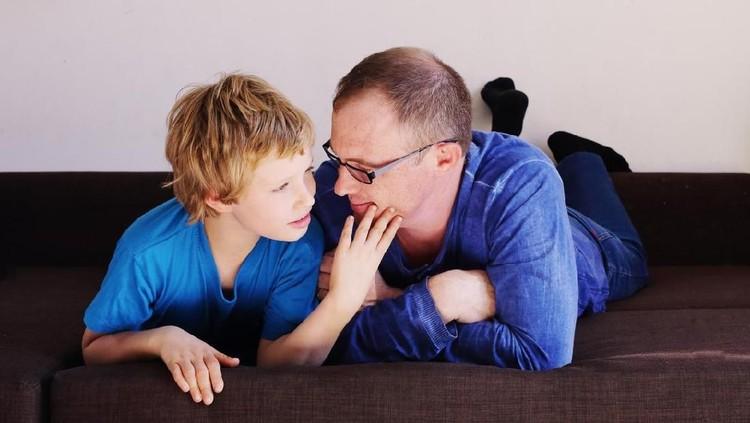 Anak-anak dengan autisme juga akan mengalami pubertas seperti anak pada umumnya. Bagaimana baiknya orang tua menyikapi hal ini?