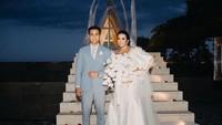 <p>Ajun Prawira dan Jennifer resmi menikah pada 22 April 2019. Pernikahan keduanya cukup mengagetkan publik karena usia keduanya terpaut 17 tahun. (Foto: Instagram @jennifer_ipel)</p>