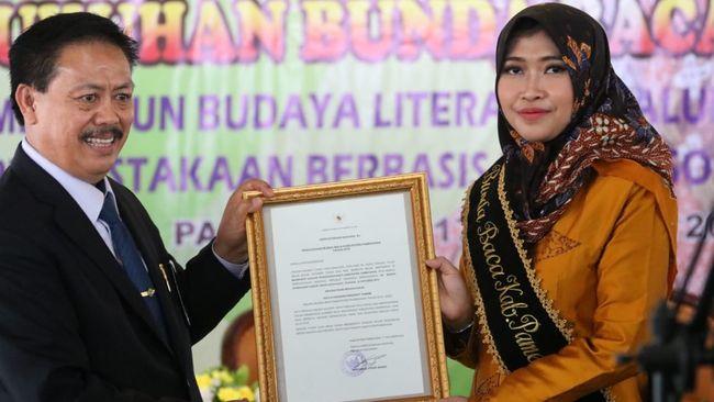 Istri Bupati Pamekasan Nayla Hasanah Badrut Tamam dikukuhkan sebagai Bunda Baca Pamekasan.
