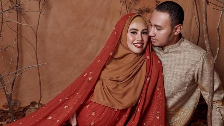 Intip kilas balik perjalanan cinta Kartika Putri dan Usman Bin Yahya yang sempat ditutupi dari publik.