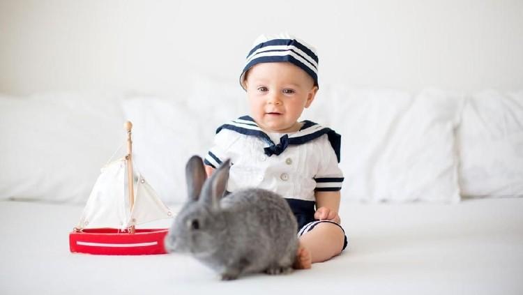Bunda yang suka traveling, bisa cek nama bayi bermakna penjelajah atau traveller berikut.