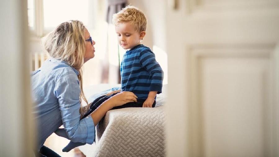 Reaksi Tepat Ortu bila Anak Lihatkan Alat Kelamin ke Teman Saat Main