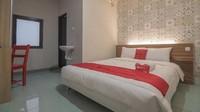 <div><strong>Kiaracondong Bandung</strong></div><div></div><div>Guest house ini terletak di Kecamatan Batunanggal. Fasilitas di penginapan ini juga sama dengan penginapan sebelumnya, yaitu 1 tempat tidur, 1 kamar mandi pribaadi, dan wifi. (Foto: Istimewa)</div>