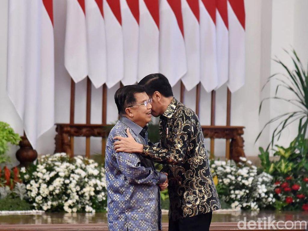 Momen Hangat Pelukan Jokowi-JK di Perpisahan Kabinet Kerja