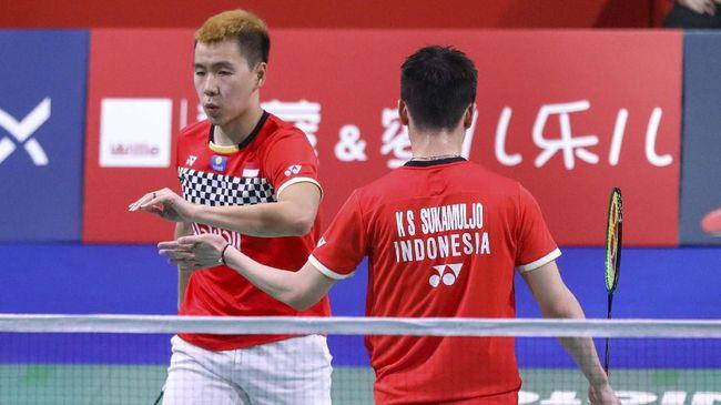Marcus Fernaldi Gideon/Kevin Sanjaya Sukamuljo meraih kemenangan 21-14 dan 21-13 atas Mohammad Ahsan/Hendra Setiawan dalam laga final Denmark Open 2019.