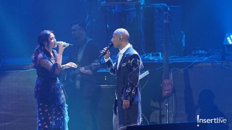 Selain RAN, Marcell juga menggaet Raisa menjadi rekan duetnya.