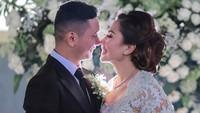 Emma Waroka menikah dengan Bagoes Soeharto pada Kamis (17/10/2019). Usia Emma 45 tahun, sedangkan Bagoes usianya 27 tahun. (Foto: Instagram/ @emmawarokkaofficial)