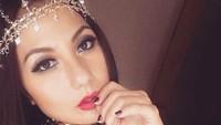 Penampilan Emma Waroka yang satu ini bikin pangling. (Foto: Instagram/ @emmawarokkaofficial)