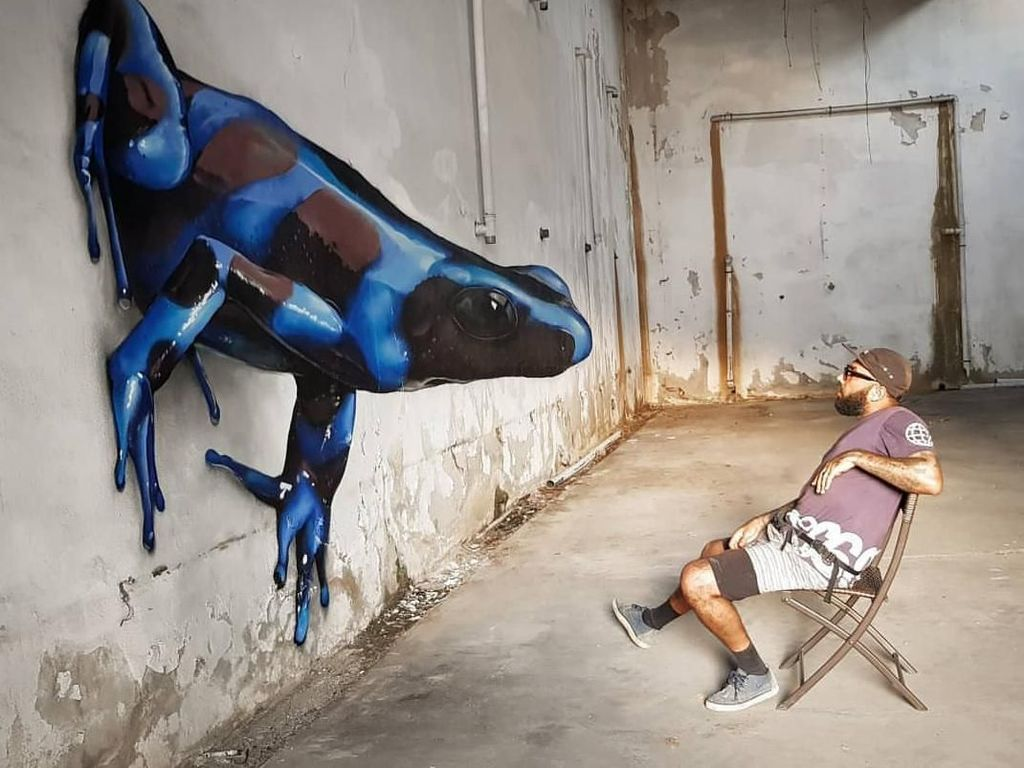 Keren! Seniman Sulap Bangunan Tua dengan Seni Grafiti 3D