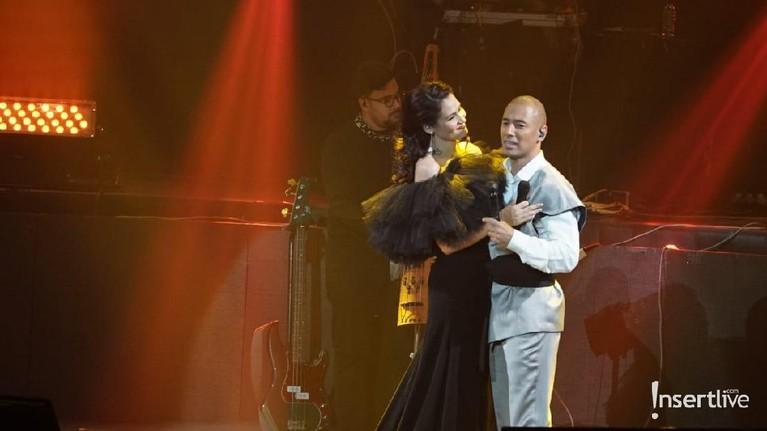 Jadi penampilan paling spesial, Marcell berduet dengan sang istri, Rima Melati.