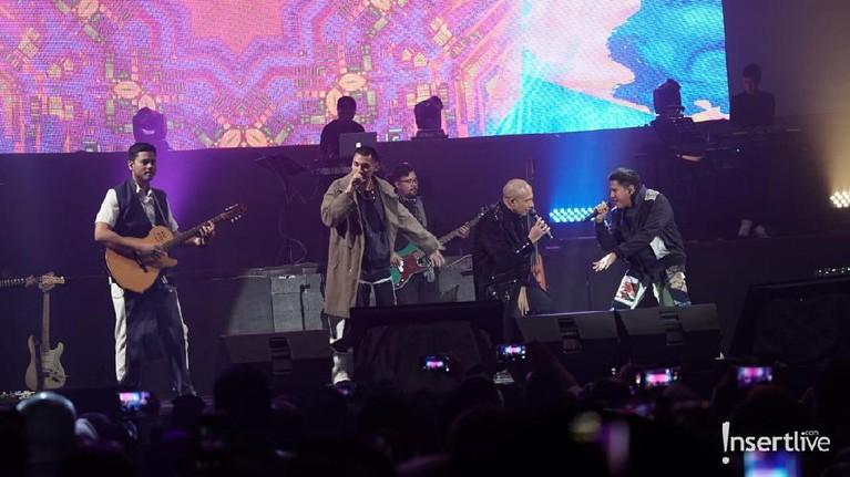 Kemeriahan konser Marcell Siahaan bertajuk Marcell Tujuh Belas yang digelar semalam Sabtu (18/10) di Balai Sarbini, Jakarta.