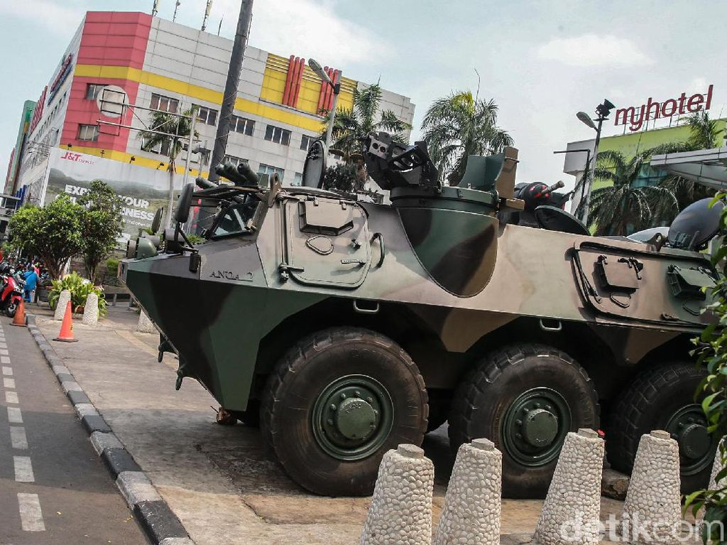 Penjagaan TNI di Pusat Ekonomi Jelang Pelantikan Presiden