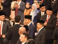 Usai Pelantikan, Anggota MPR Rebutan Foto Bareng Jokowi
