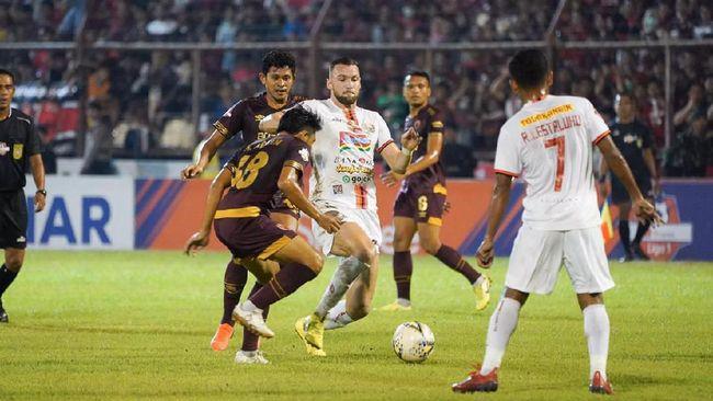 Persija Jakarta ditahan imbang tim juru kunci Semen Padang 2-2 pada pekan ke-27 Liga 1 2019 di Stadion Haji Agus Salim, Jumat (7/11).