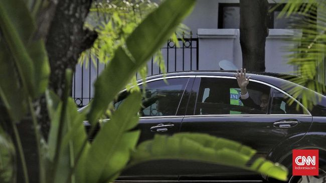 Sekretariat Presiden menyebut mobil dinas baru Jokowi belum selesai dimodifikasi, sebab itu yang digunakan unit lama yang sudah digunakan selama lima tahun.