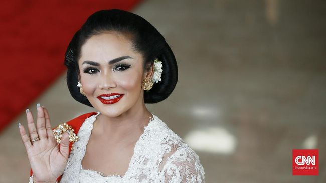 Sejumlah selebriti memperingati Hari Kartini dengan berbagi pesan penyemangat untuk sesama wanita.