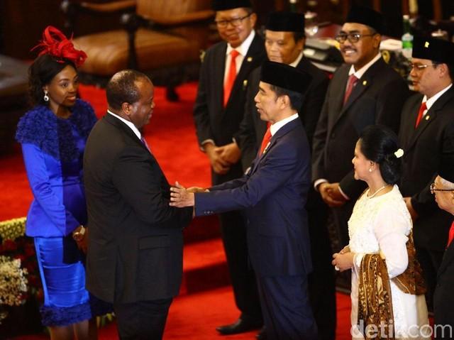 Momen Pejabat Negara Sahabat Sapa Jokowi-Ma'ruf Usai Pelantikan