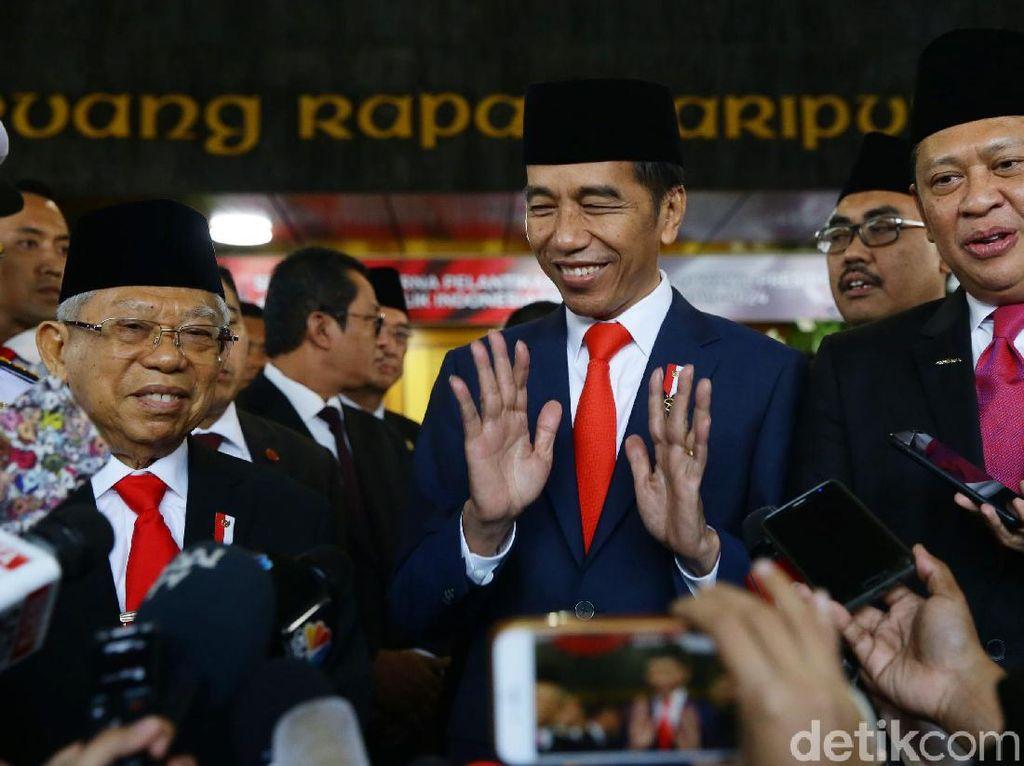 Senyum Semringah Jokowi-Maruf Usai Pelantikan