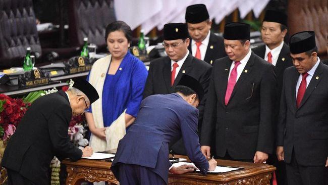 Para pengusaha meminta Jokowi merombak beberapa menterinya karena berkinerja kurang memuaskan.