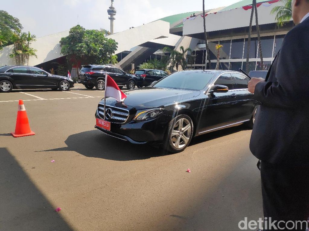 Pelat Indonesia 2 Dipindah dari Mobil JK ke Mobil Dinas Ma'ruf Amin